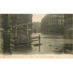 carte postale ancienne INONDATION DE PARIS 1910. Autour Gare Saint-Lazare
