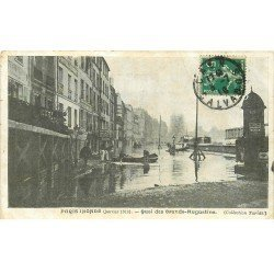 carte postale ancienne INONDATION DE PARIS 1910. Quai Grands Augustins. Collection Taride