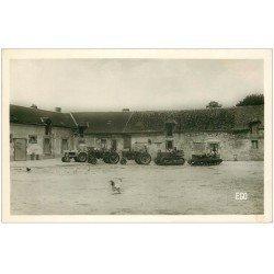 carte postale ancienne 45 BAZOCHES-LES-GALLERANDES. Tracteurs mécaniques et à chenilles dans corps de Ferme. Carte Photo