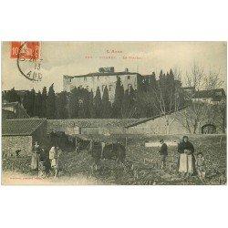 carte postale ancienne 11 BIZANET. Le Château avec Agriculteurs et Cheval de trait 1913