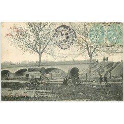 carte postale ancienne 11 BIZE. Le Pont 1906. Caravane de Romanichelles