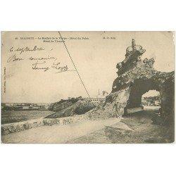 carte postale ancienne 64 BIARRITZ. Hôtels du Palais et de Victoria 1904 Rocher de la Vierge animé