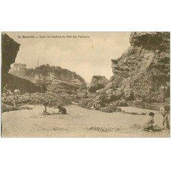 carte postale ancienne 64 BIARRITZ. Jeux de Sable Rochers Port des Pêcheurs 1932
