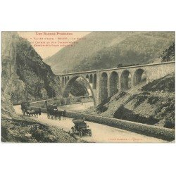 64 VALLEE D'ASPE. Escot. Le Viaduc du Chemin de Fer Transpyrénéen. Diligence, Voiture ancienne et Attelage 1912