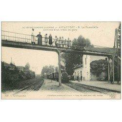 carte postale ancienne 47 ASTAFFORT. La Passerelle et arrivée d'un Train en Gare 1910