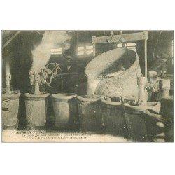 carte postale ancienne 47 FUMEL. Usines tuyauterie, une coulée de graos tuyaux