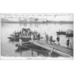 carte postale ancienne 49 ANGERS. Chevaux embarqués sur Pont de bateaux 1910. Militaires et Régiments