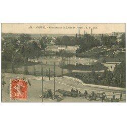 carte postale ancienne 49 ANGERS. Jardin des Plantes. Ouvriers posant les bases d'un rail 1911
