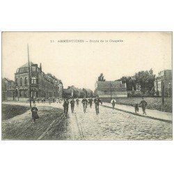 carte postale ancienne 59 ARMENTIERES. Route de la Chapelle