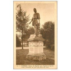 carte postale ancienne 59 CAMBRAI. Statue de Baptiste inventeur du tissu