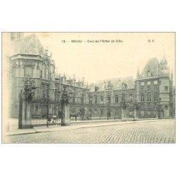 carte postale ancienne 59 DOUAI. Cour Hôtel de Ville