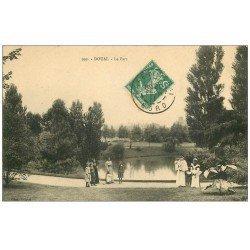carte postale ancienne 59 DOUAI. Le Parc bien animé 1911 avec Nurses