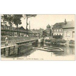 carte postale ancienne 59 ROUBAIX. Le Pont de Mouvaux. Panneau Chocolat Lacroix