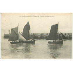 carte postale ancienne DUNKERQUE 59. Pêcheurs de Crevettes rentrant au Port 1919. Métiers de la Mer. Tampon Transport Militaire