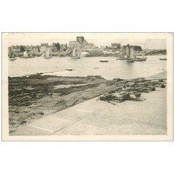 carte postale ancienne 50 BARFLEUR. Le Port 1951