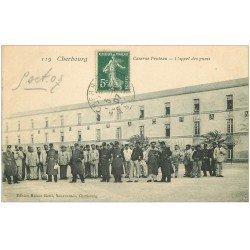 carte postale ancienne 50 CHERBOURG. Caserne Proteau l'appel des punis 1907