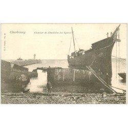 carte postale ancienne 50 CHERBOURG. Chantier de démolition des Epaves