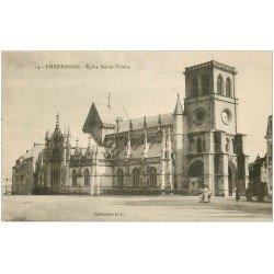 carte postale ancienne 50 CHERBOURG. Eglise Sainte-Trinité avec Femmes