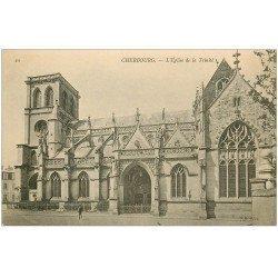 carte postale ancienne 50 CHERBOURG. Eglise Sainte-Trinité avec personnage