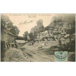 carte postale ancienne 50 CHERBOURG. La Roche qui Pend 1907 Ouvrier dans la Carrière