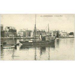 carte postale ancienne 50 CHERBOURG. L'Avant Port Remorqueur