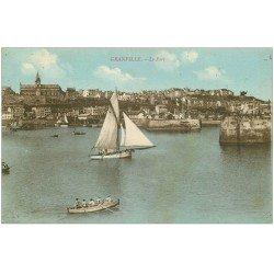 carte postale ancienne 50 GRANVILLE. Bateau de Pêche et Rameurs dans le Port 1924