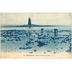 carte postale ancienne 50 GRANVILLE. Grève du Sud et le Loup. Chercheurs de Crustacés 1922