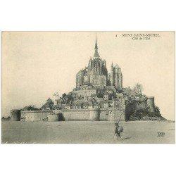 carte postale ancienne 50 LE MONT SAINT-MICHEL. Pêcheur de Crustacés et de Coquillages