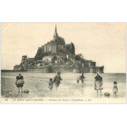 carte postale ancienne 50 LE MONT SAINT-MICHEL. Pêcheurs des Grèves et Coquetières