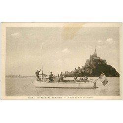 carte postale ancienne 50 LE MONT SAINT-MICHEL. Transports Tour en bateau Vedette 1942
