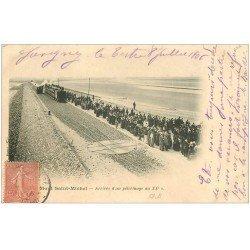 carte postale ancienne 50 LE MONT SAINT-MICHEL. Transports Train arrivée d'un Pélerinage 1906
