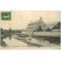 carte postale ancienne 50 PONTORSON. Hospice et Lavandières Laveuses sur Couësnon 1914