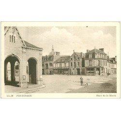 carte postale ancienne 50 PONTORSON. Place de la Mairie Pharmacie