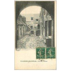 carte postale ancienne 50 VILLEDIEU-LES-PEOLES. Cour aux Moines 1920