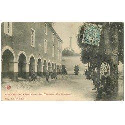 carte postale ancienne 52 BOURBONNE-LES-BAINS. Hôpital Militaire Cour Villemanzy 1906