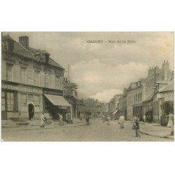 carte postale ancienne 02 CHAUNY. Rue de la Fère vers 1910. Restaurant Aux Bons Amis