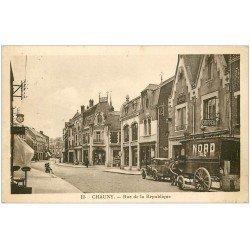 carte postale ancienne 02 CHAUNY. Rue de la République 1935. Attelage du Nord pour livraisons.