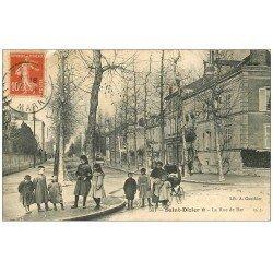 carte postale ancienne 52 SAINT-DIZIER. La Rue de Bar 1911. Ecoliers et Femme avec poussette
