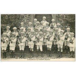 carte postale ancienne 53 SAINT-FRAIMBAULT-DE-PRIERES. Fanfare des Orphelins de Saint-Georges de l'Isle. Bugles et pistons 1933