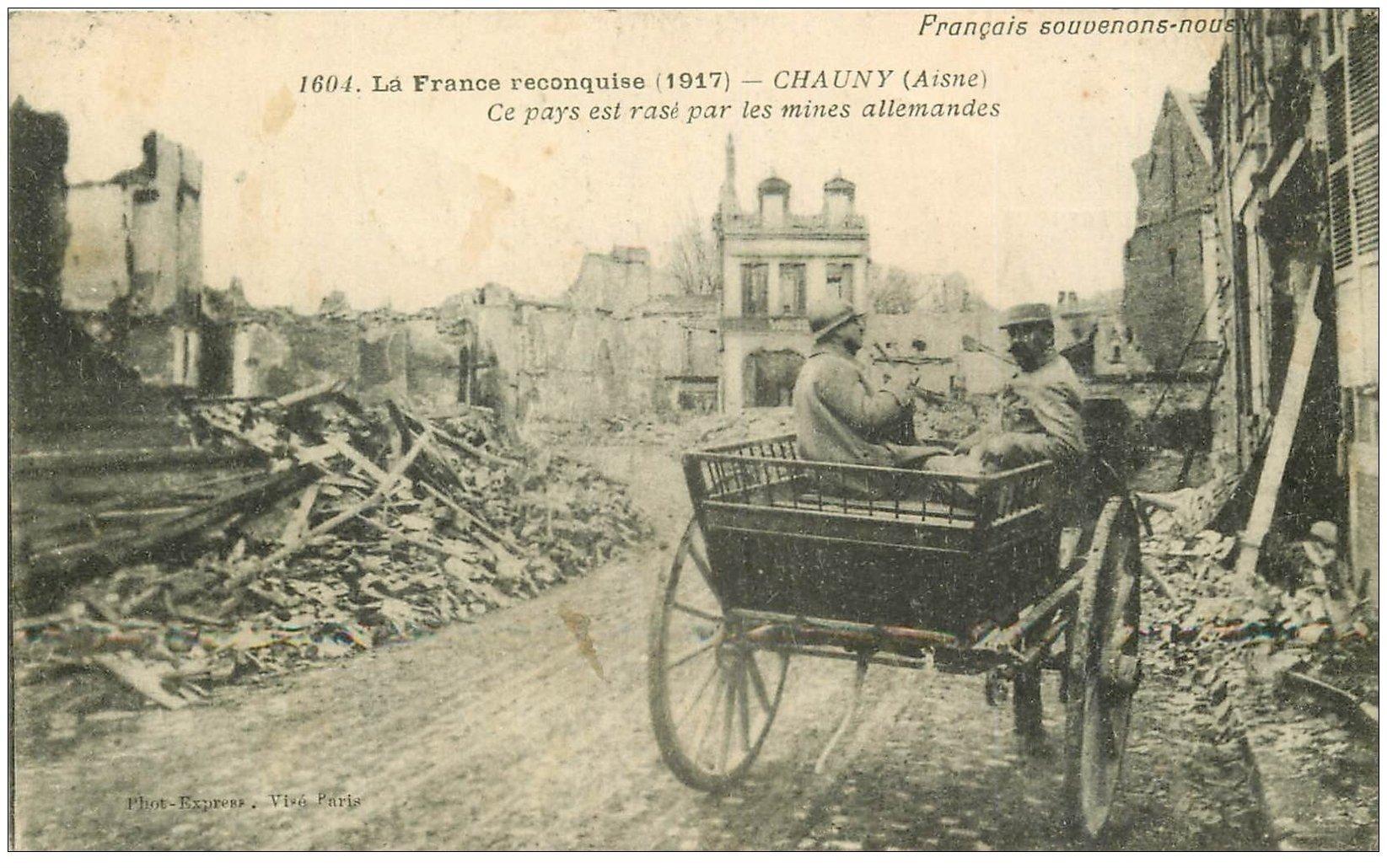 carte postale ancienne 02 CHAUNY. Soldats sur Attelage. Timbre Taxe 1917
