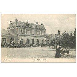 carte postale ancienne 54 LUNEVILLE. La Gare. Fiacres et Femme en landau 1916