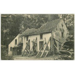 carte postale ancienne 54 PONT-A-MOUSSON. Fontaine du Père Hilarion bombardée
