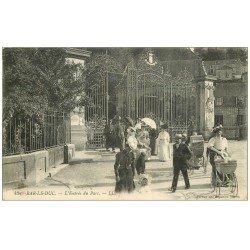 carte postale ancienne 55 BAR-LE-DUC. Entrée du Parc Femmes avec poussettes et landaus 1919