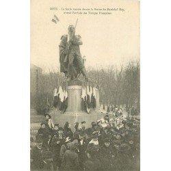 carte postale ancienne 57 METZ. La Foule devant la Statue du Maréchal Ney attendant les Troupes Françaises