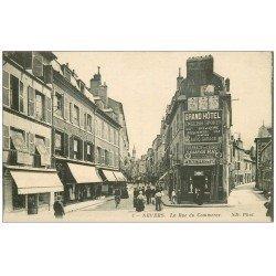 carte postale ancienne 58 NEVERS. La Rue du Commerce 1915. Affiches Singer et Facteur en vélo