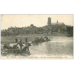 carte postale ancienne 58 NEVERS. Lavandières et Jeune Pêcheur Bords de la Loire
