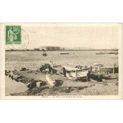 carte postale ancienne 13 BERRE-L'ETANG. Le Port et les Moulins des Salins