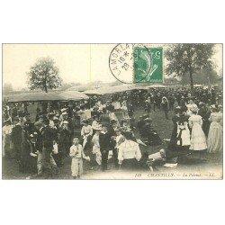 carte postale ancienne CHANTILLY 60. La Pelouse du Champ de Courses vers 1908