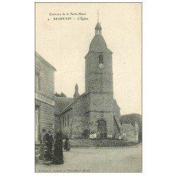 carte postale ancienne 61 BEAUVAIN. L'Eglise belle animation devant l'Auberge