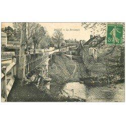 carte postale ancienne 61 BOUCE. La Perronnais 1910 animation sur le Pont